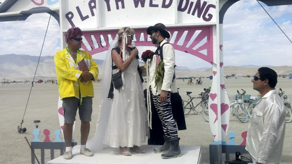 Dazzle! and Maverick get playa married.
